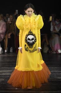 viktor-rolf-couture-spring-2019-paris-fashion-week-pfw-002.jpg