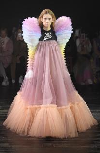 viktor-rolf-couture-spring-2019-paris-fashion-week-pfw-003.jpg