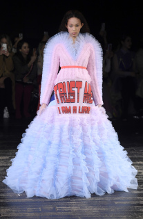 viktor-rolf-couture-spring-2019-paris-fashion-week-pfw-006.jpg