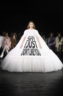 viktor-rolf-couture-spring-2019-paris-fashion-week-pfw-007.jpg