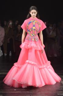 viktor-rolf-couture-spring-2019-paris-fashion-week-pfw-012.jpg