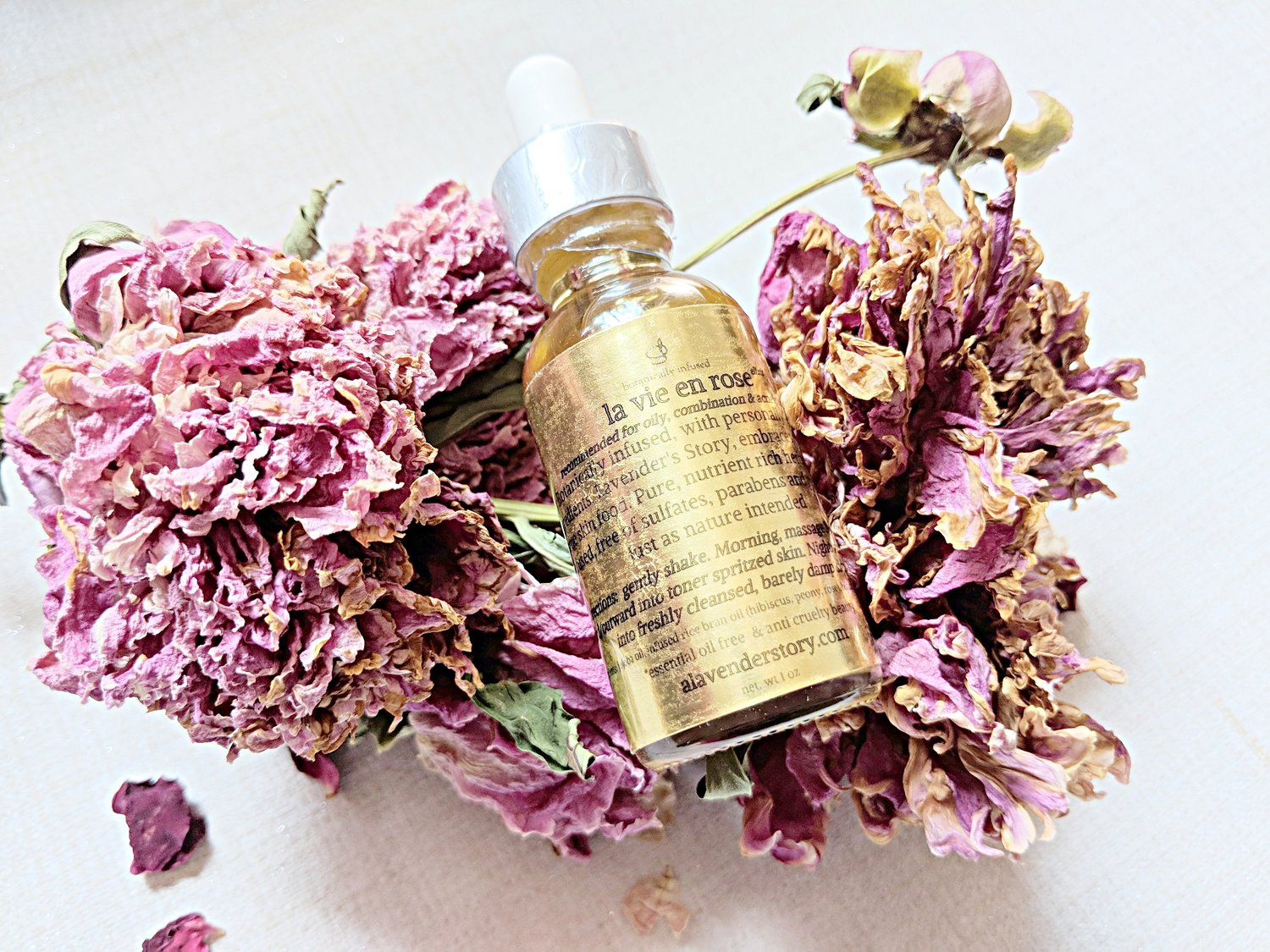 Lavender's Story - Lavender's Story is a tiny body and beauty brand that is local to Chicago. It's not hard to see that ingredients come from fresh from an urban garden when you can literally stop and smell the roses in her products. If that didn't win you over, since the brand was created in memory of a loved one who succumbed to cancer, Lavender's Story often donates part of its proceeds to charity.