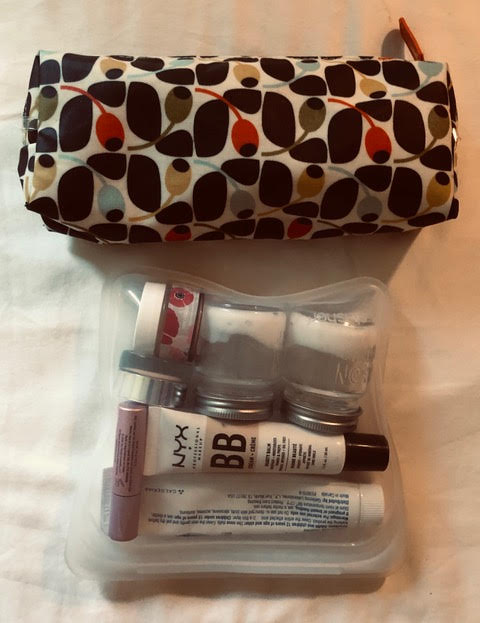- This is what my toiletries look like all packed up. I use a silicone baggie to hold my liquids.