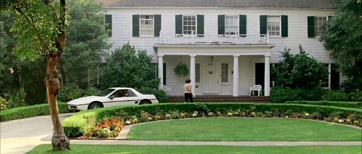 Jeanie's car parked in front of the Bueller's quintessential suburbian home. Image  Via