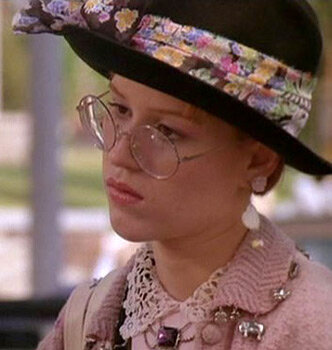 Andie Walsh (Molly Ringwald) in one of her well layered ensembles. Image  Via