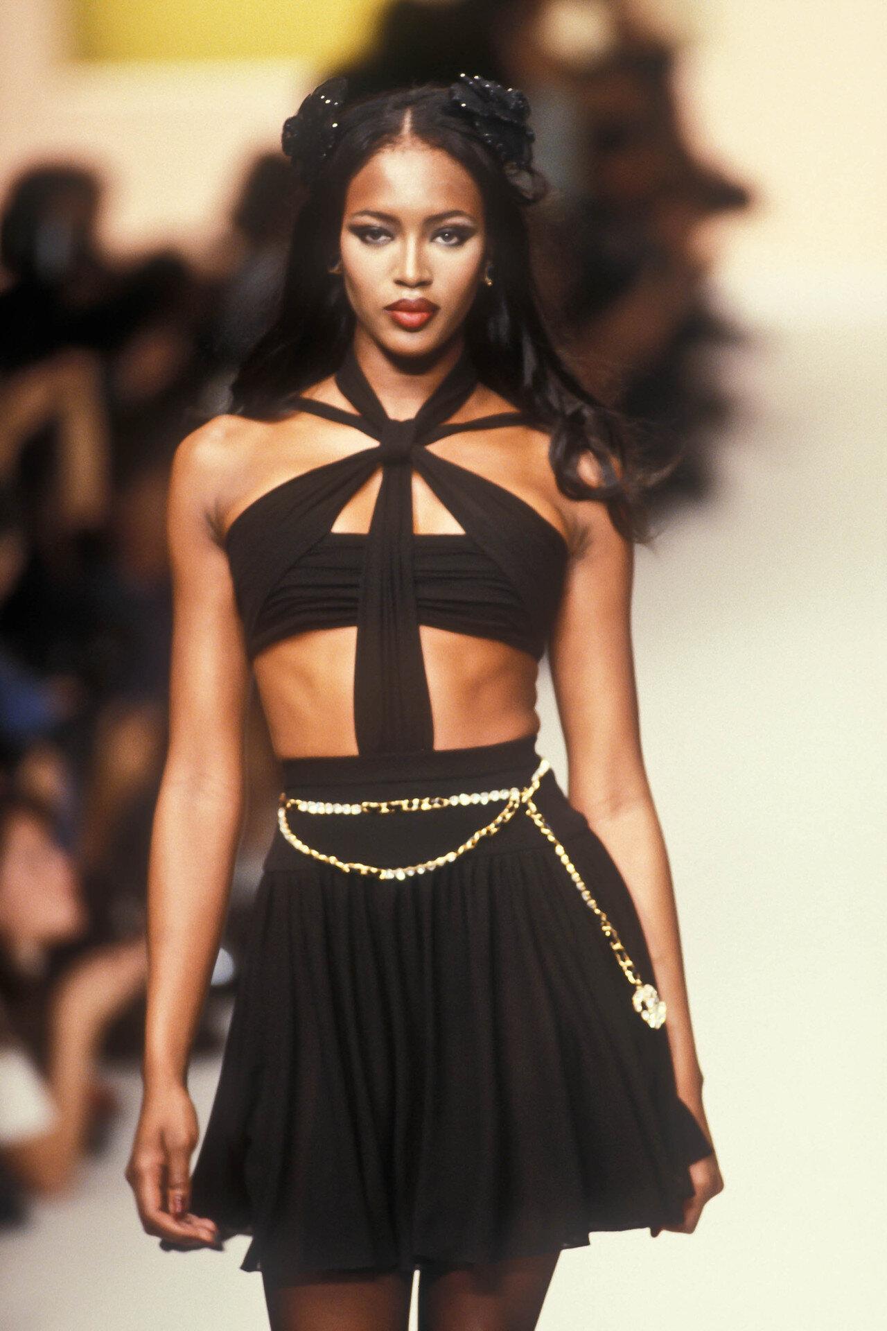 Naomi Campbell walks for Chanel spring 1995. Image  via