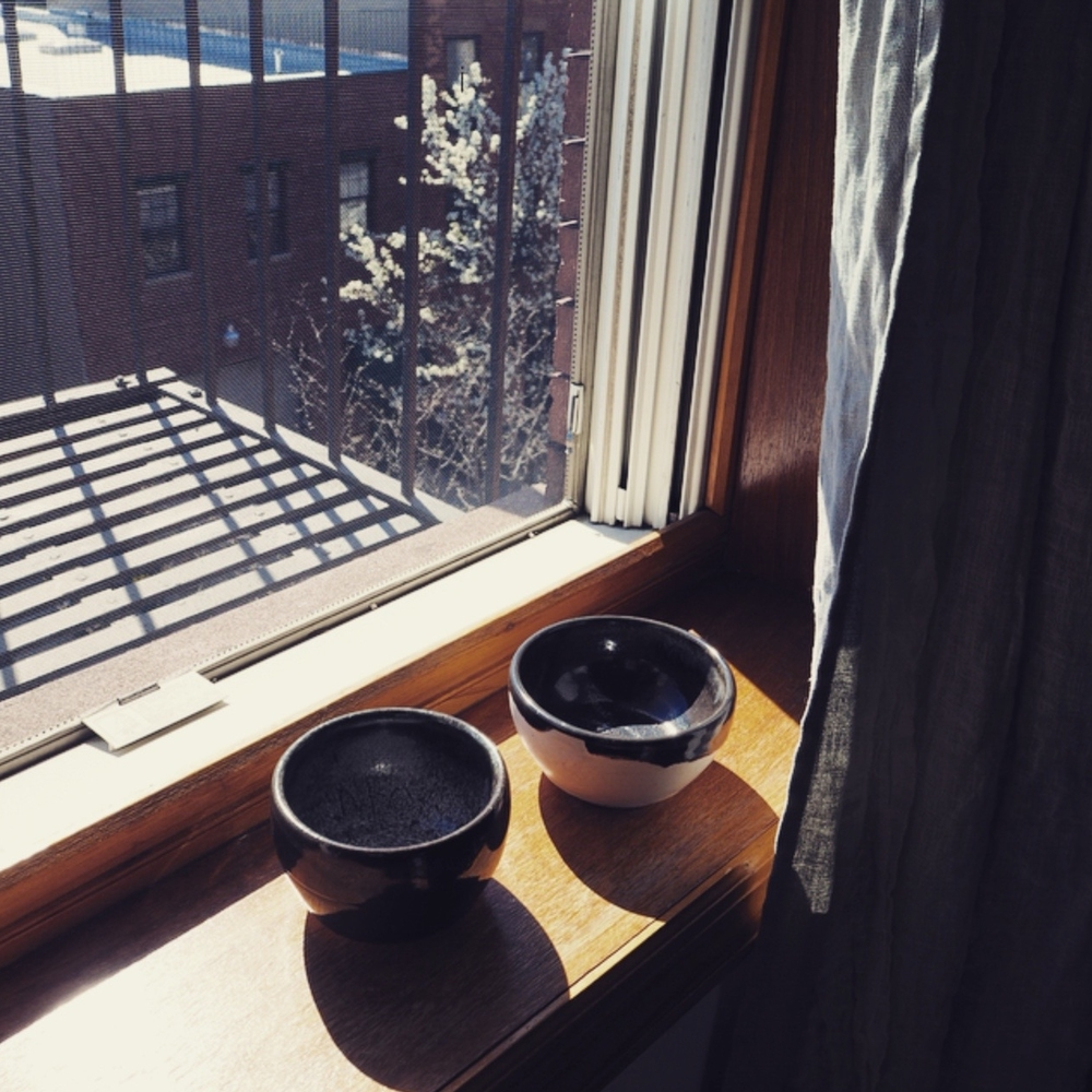 It's springtime in Brooklyn, and @kimchi_kim303 has inspired me to throw clay again. Just signed up for wheel-thrown pottery! It's been too long...🍶🍶🍶