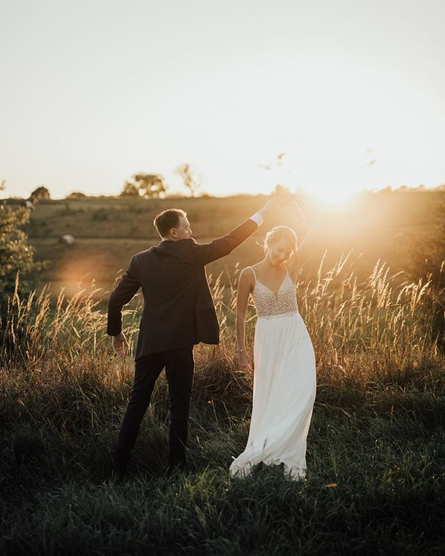 Raise your hand if you're excited for Summer sunsets. ⠀⠀⠀⠀⠀⠀⠀⠀⠀ ⠀⠀⠀⠀⠀⠀⠀⠀⠀ ⠀⠀⠀⠀⠀⠀⠀⠀⠀ #Portraits #MakePortraits #Wedding #LiveOutdoors #VisualsCollective #ArtOfVisuals #AOV #LiveFolk #WeddingPhotography #MakeMoments #ExploreToCreate #JuneBugWeddings #WeddingWire #GreenWeddingShoes #DirtyBootsAndMessyHair #TheKnot #HuffPostWeddings #Lincoln #Nebraska #NebraskaWedding #NebraskaWeddingPhotographer