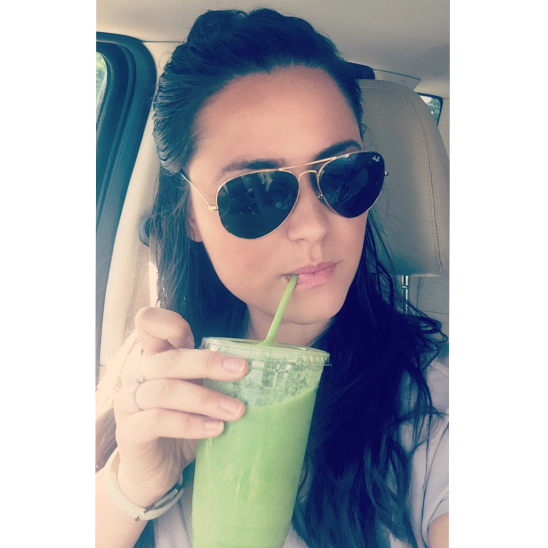 Green Juice makes my heart, my skin, and my whole body very happy :)