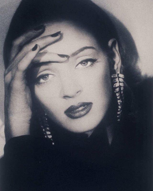 UMA, UMA, UMA! Still not over Uma. We especially love this Shiela Metzner portrait from German Vogue, 1992.