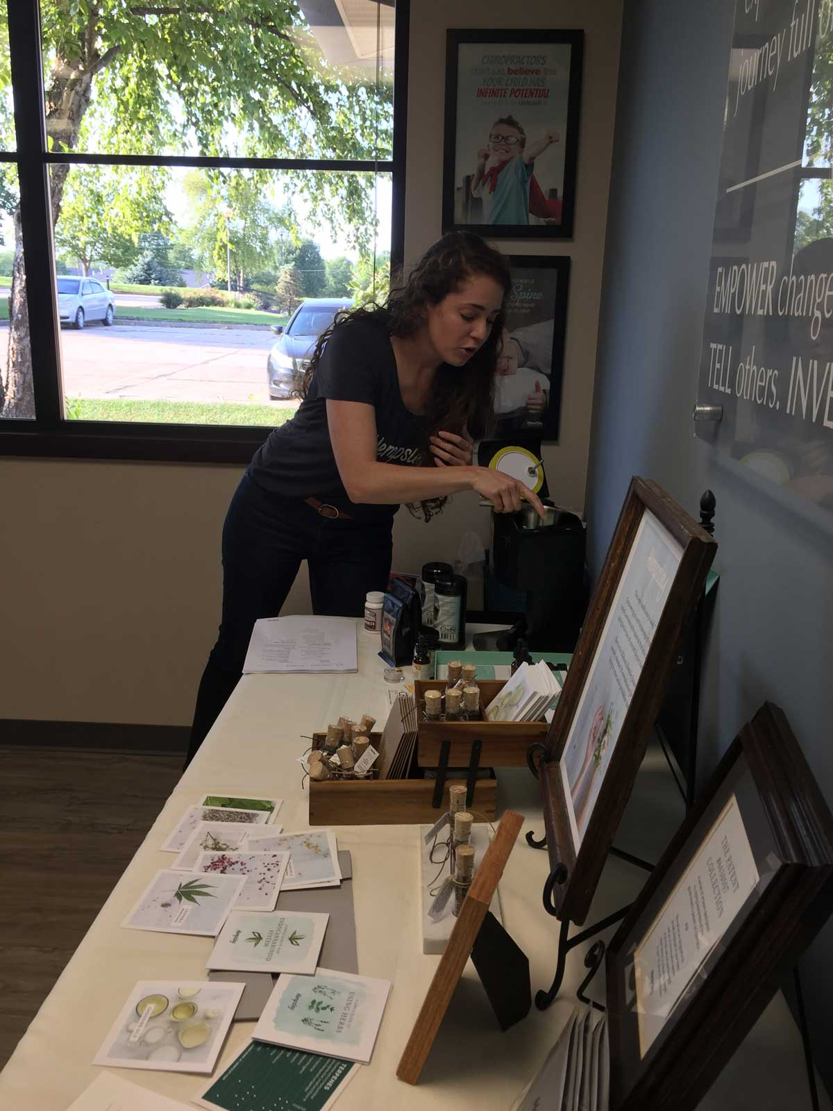 Kristen demonstrating how she made the rosemary-infused jojoba oil in the  LEVO oil infusion machine
