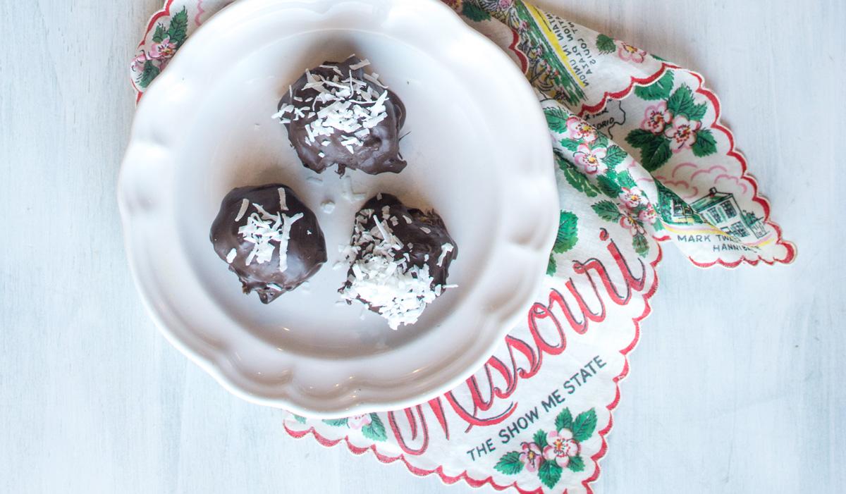 Peppermint, Coconut & Dark Chocolate Date Bites