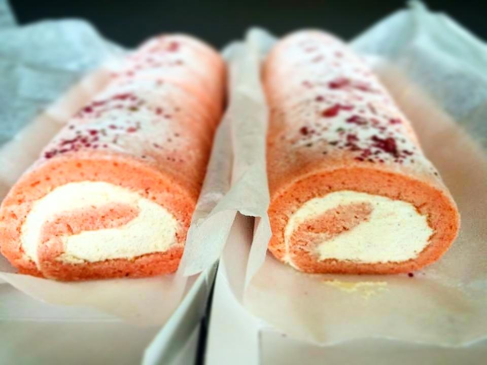 SR Wedding Roll Cakes