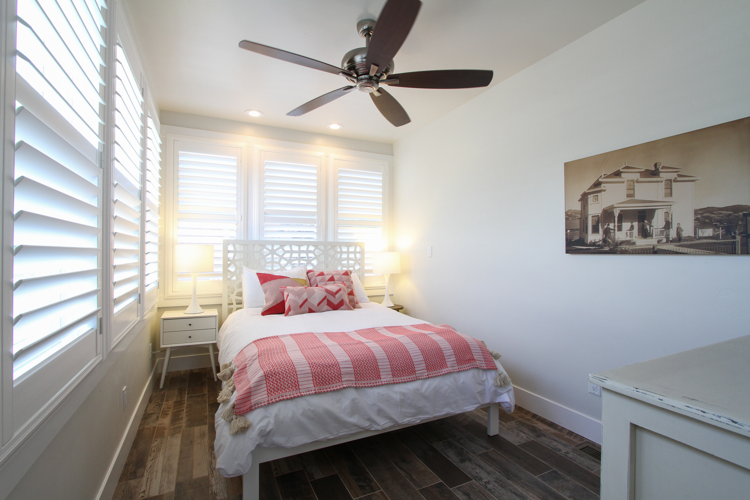First floor bedroom, queen bed.