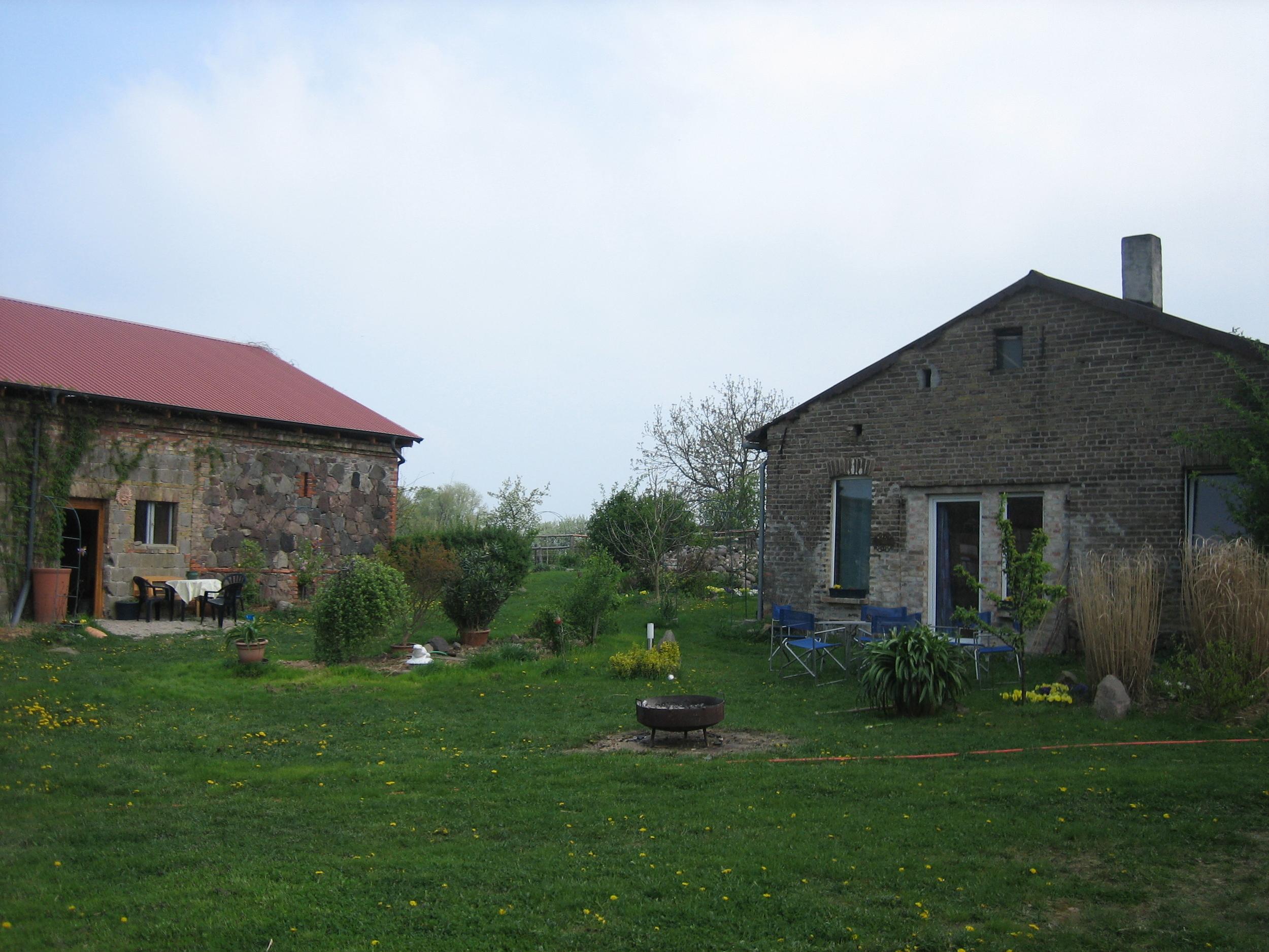 Gartenhaus + Stall .JPG