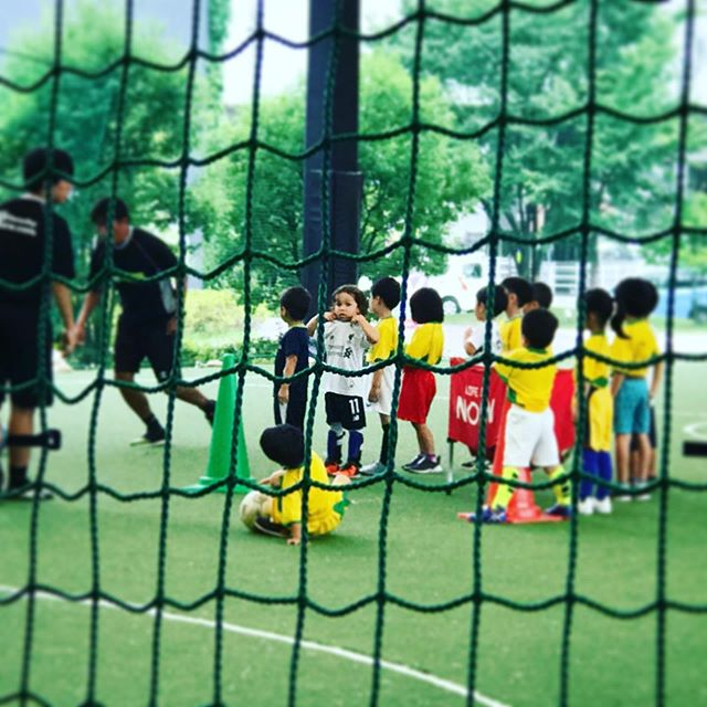 Football lessons in Japan 🇯🇵⚽️🙌 super 🥵 hot for us but cooler day for them. . . . #football #japan #hothighhumidity #boyslife #epmboys #4yearsold #liverpoolfc #サッカー #イギリスでも #日本でも #こりゃ暑い #頑張りました #ちびっ子サッカー #フットサル