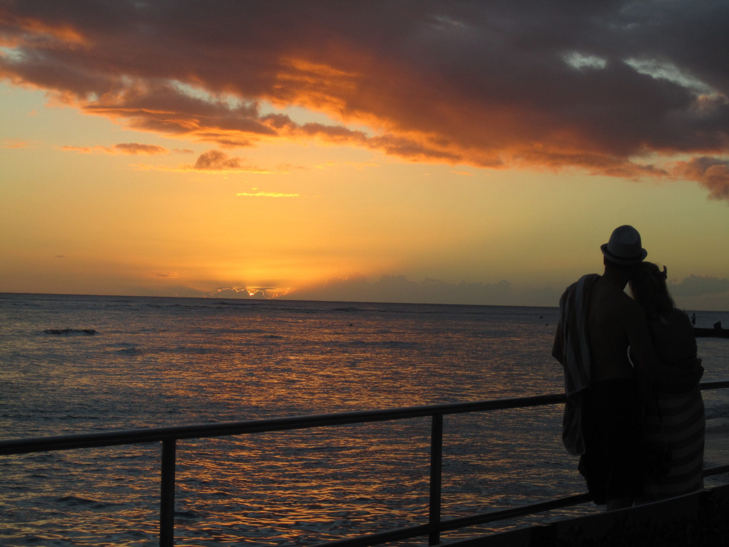 Sunset at the Halekulani  Photo: Calvin Wood