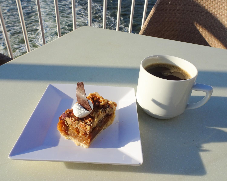 Dessert Ocean Side - The Great Outdoors - NCL Gem  Photo: Calvin Wood