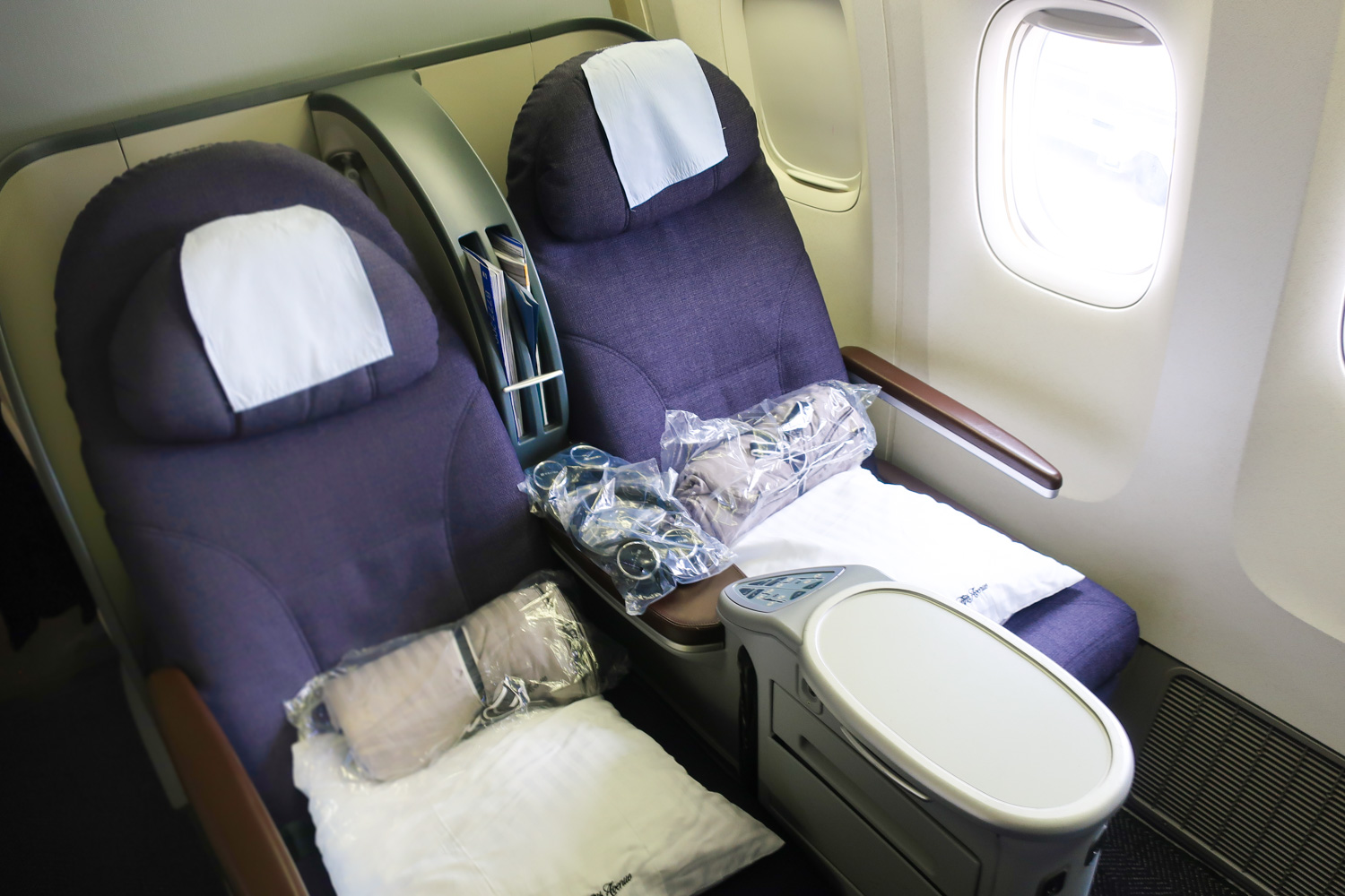 United Airlines Domestic First Class Review Boeing 777 200 To Hawaii Denver To Honolulu Den Hnl Jetset Calvin