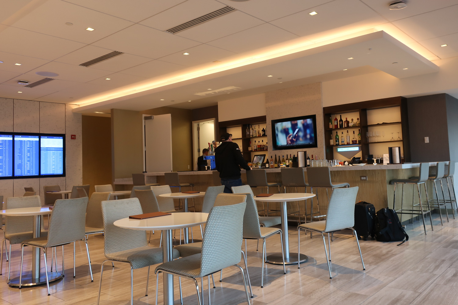 Dining Area and Bar - United Club Terminal A Newark   Photo: Calvin Wood