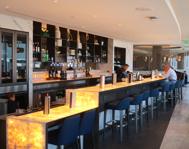Bar -  Polaris Lounge  - Houston - United Airlines  Photo: Calvin Wood