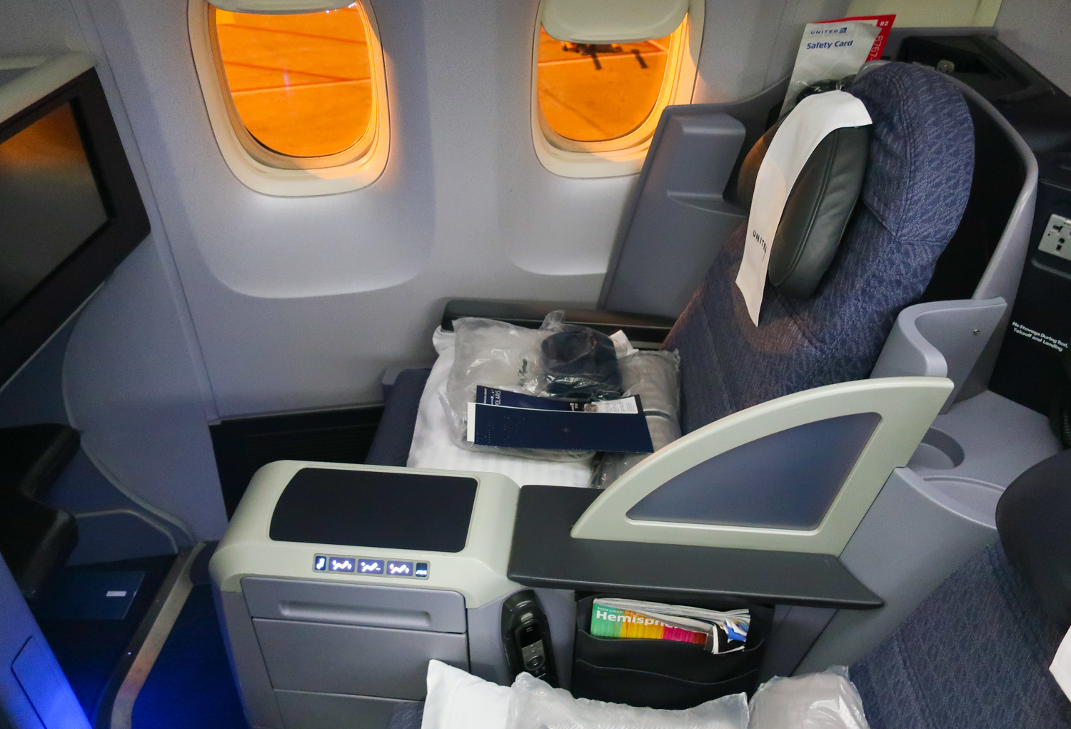 Business Class Seat (Dou) - United Airlines Boeing 767-400