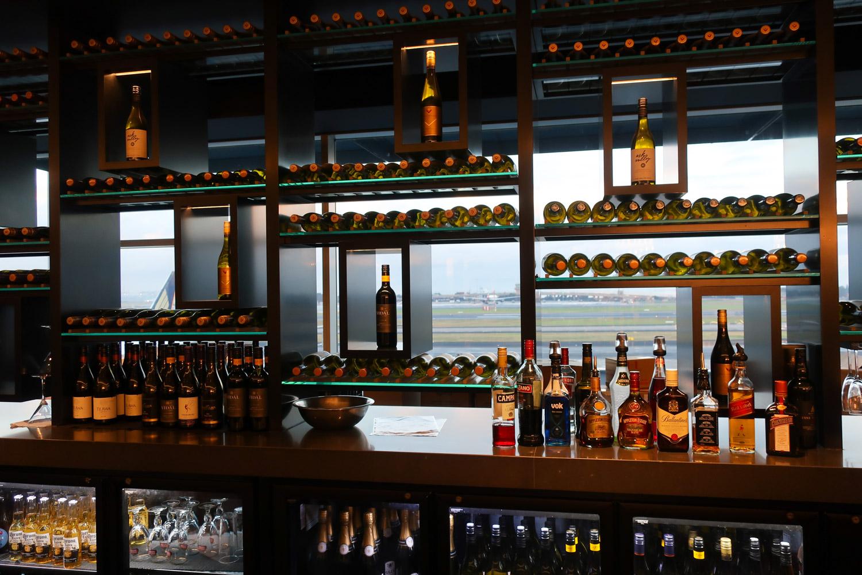 What A Spectacular Bar! Air New Zealand Lounge Sydney  Photo: Calvin Wood