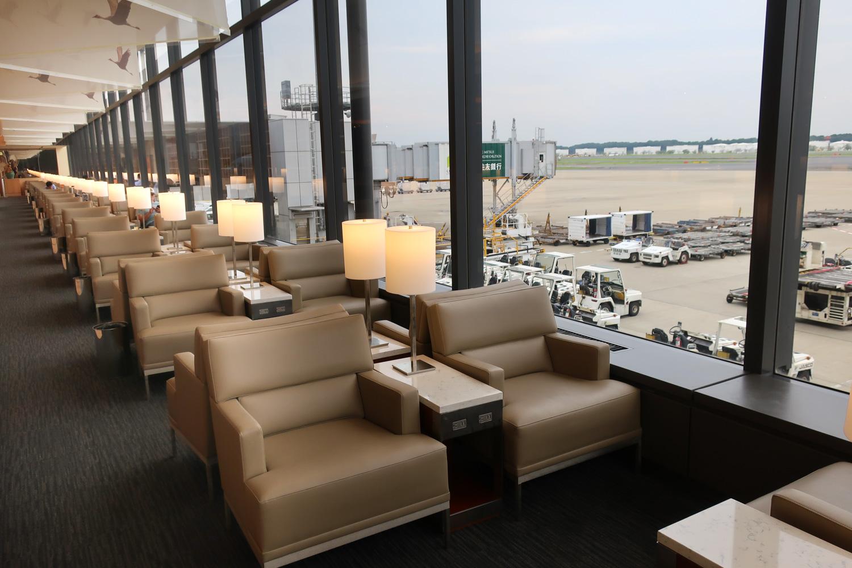 Huge Windows & Spectacular Views - United Club Tokyo  Photo: Calvin Wood