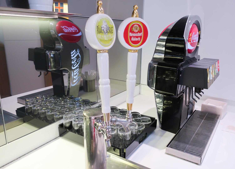 Self Serve Draft Beer - Lufthansa Senator Lounge Newark  Photo: Calvin Wood