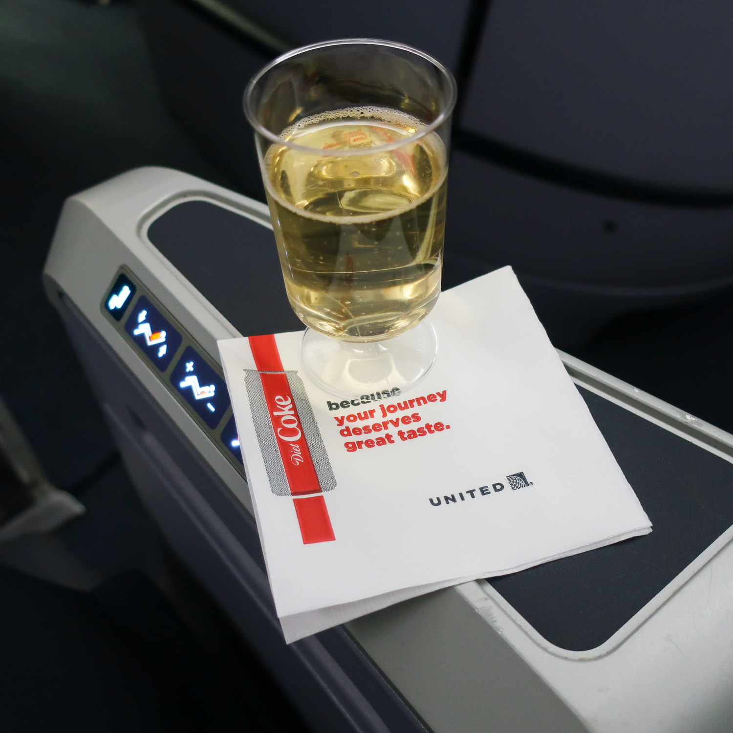 Pre-Departure Drink - United Business Class B767-400  Photo: Calvin Wood