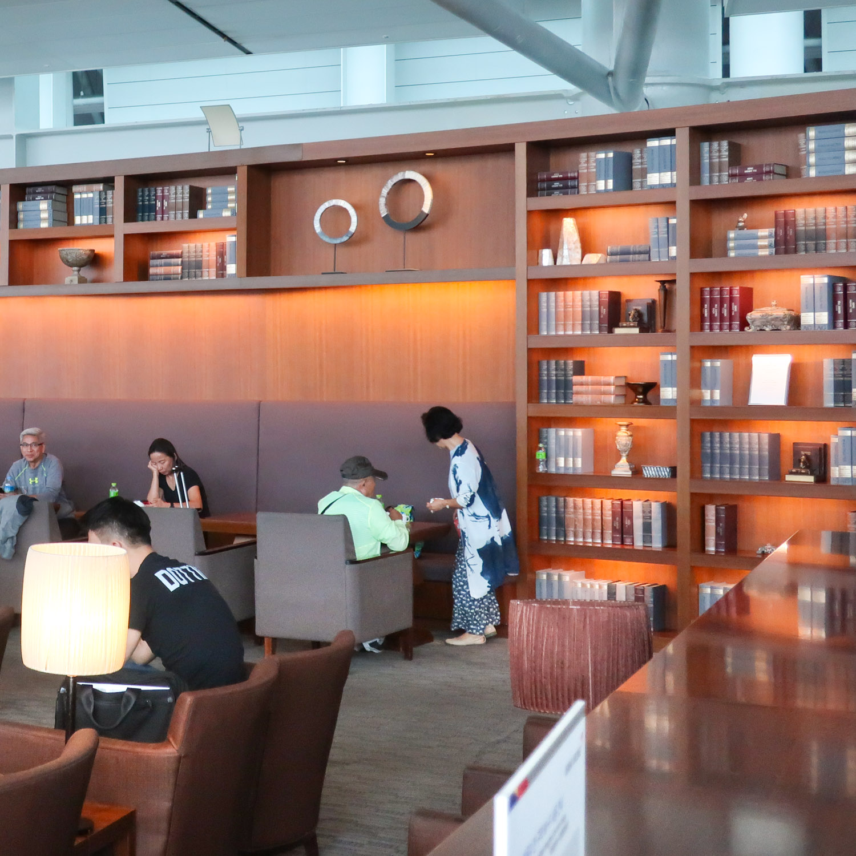 Asiana Business Class Lounge - Seoul Inchoen  Photo: Calvin Wood