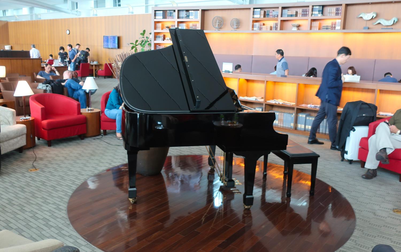 Piano - Asiana Business Lounge - Seoul Incheon Airport  Photo: Calvin Wood