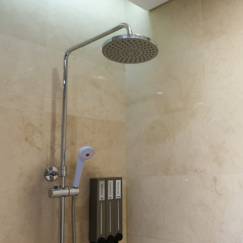 Showers - Asiana Business Class Lounge - Seoul  Photo: Calvin Wood