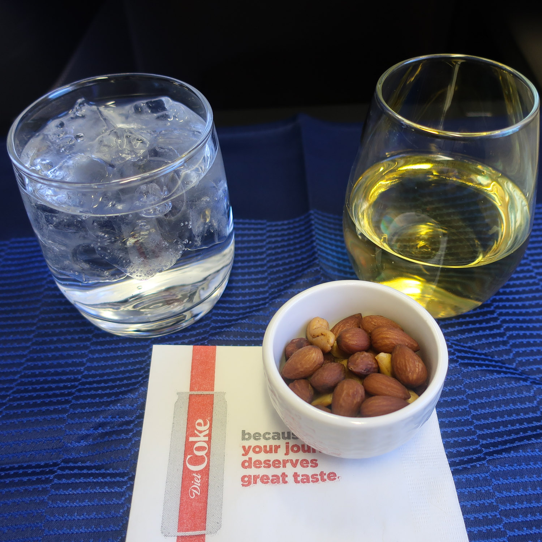 Cocktails & Nuts - United Polaris Business - B767  Photo: Calvin Wood