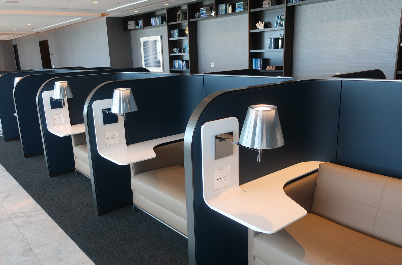 Mod Work Stations - United Polaris Lounge - San Francisco  Photo: Calvin Wood