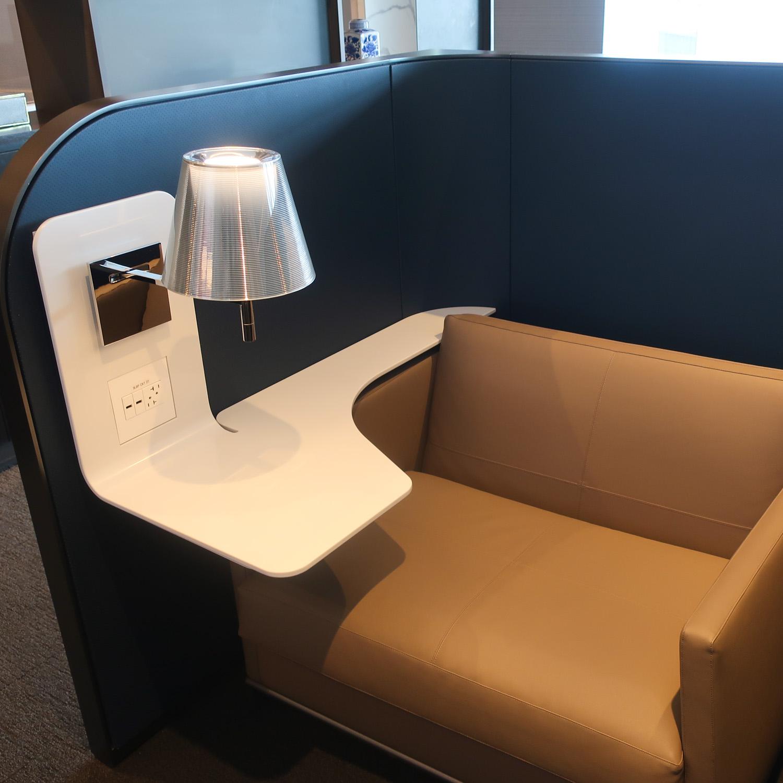 Work Station - United Polaris Lounge - San Francisco  Photo: Calvin Wood