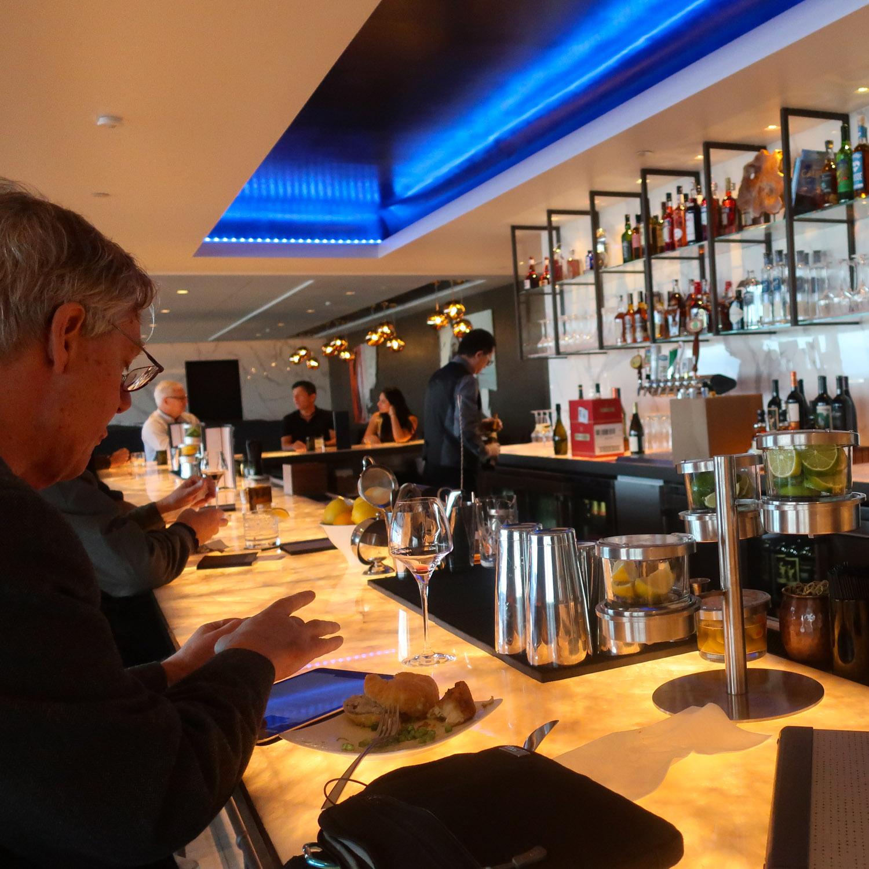 Bar Area - United Polaris Lounge - San Francisco  Photo: Calvin Wood