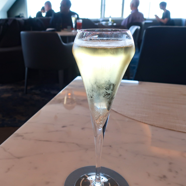 Premium Champagne's - Moet - United Polaris Lounge  Photo: Calvin Wood