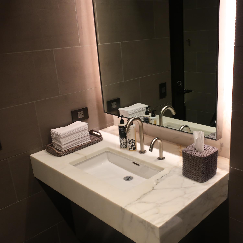 Vanity - Shower Room - United Polaris Lounge - San Francisco  Photo: Calvin Wood