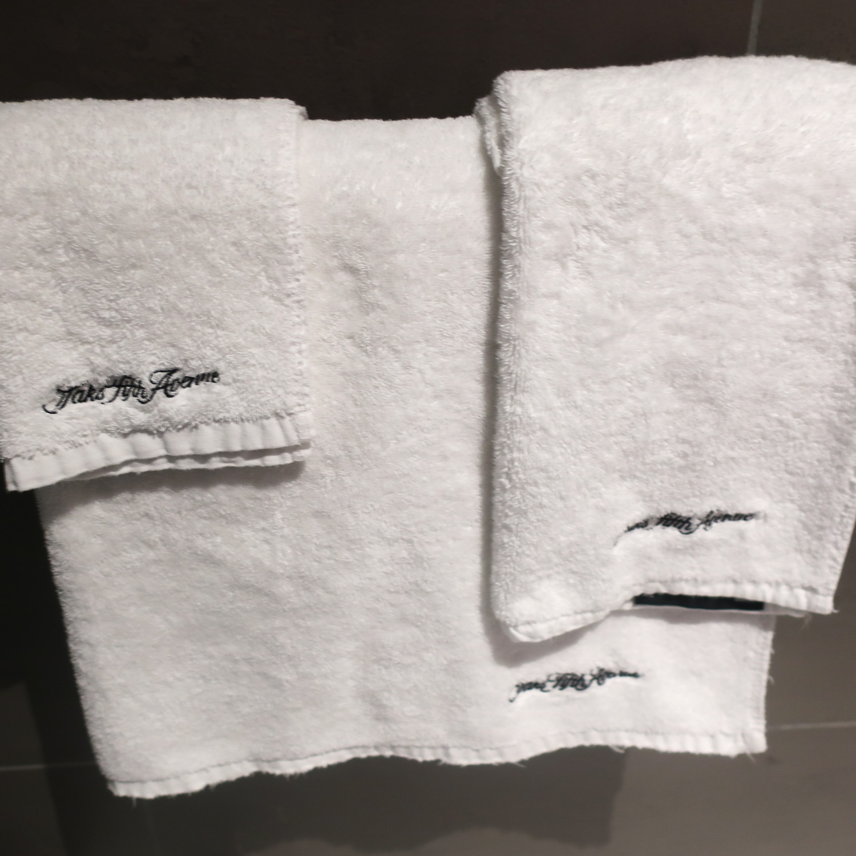 Sak's Fifth Avenue  Towels - United Polaris Lounge  Photo: Calvin Wood