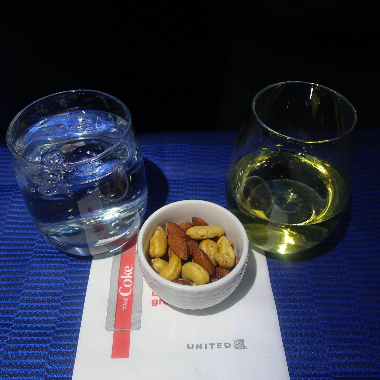Cocktail Service - United Polaris Class to Paris  Photo: Calvin Wood