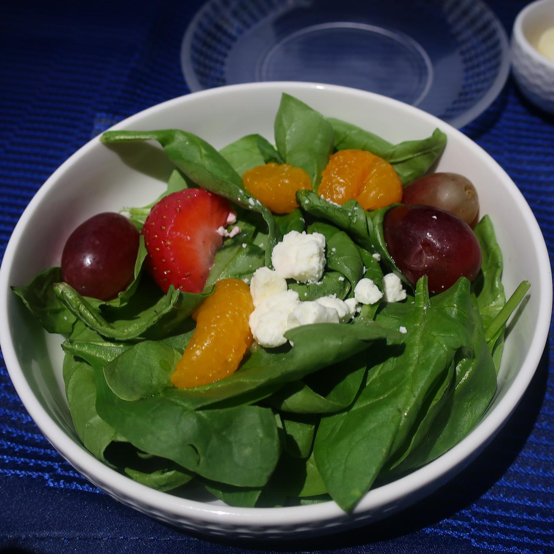 Salad - United Polaris Business Class to Paris  Photo: Calvin Wood