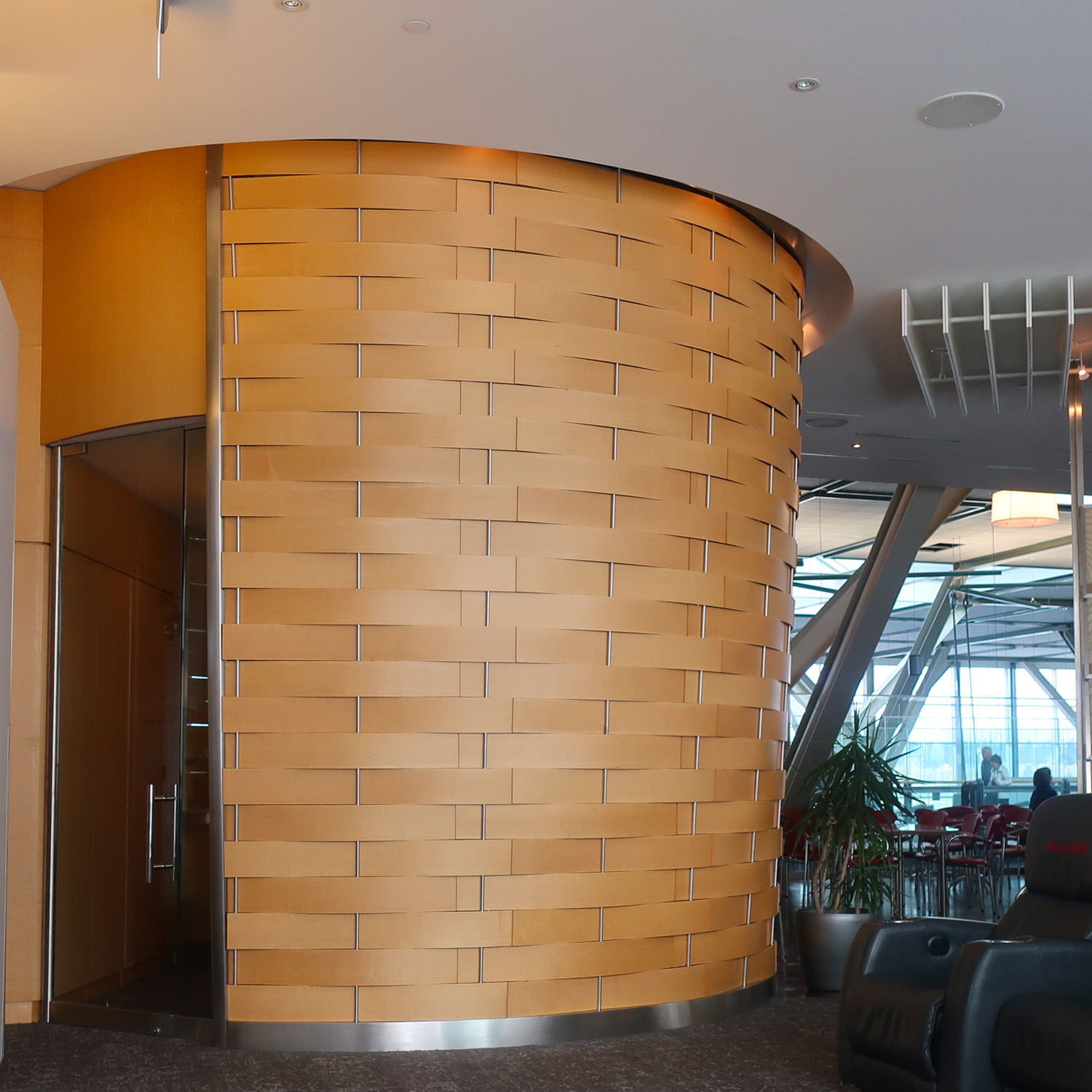 Meeting Room - Air Canada Lounge (USA) - Vancouver  Photo: Calvin Wood