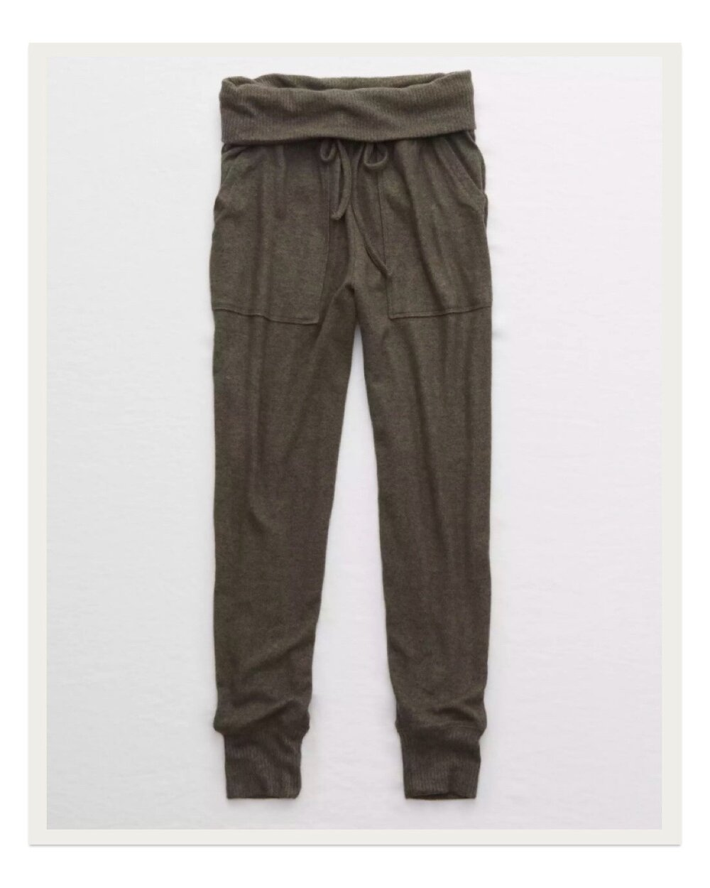 The details on these Aerie plush joggers give them a street-acceptable look while still maintaining a high cozy level. This color in particular looks so elevated in comparison to your average sweatpants.
