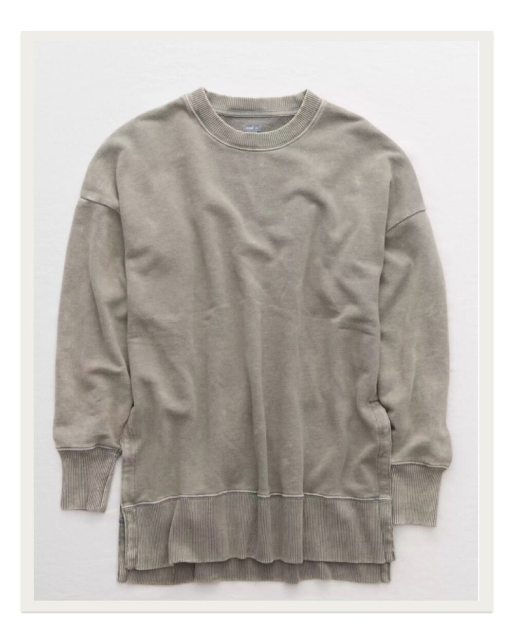 Can you tell I'm loving Aerie lately? There's just something about these washed out colors and soft fabrics that have me swooning. This Oversized Desert Sweatshirt feels like a worn-in favorite the second you put it on.