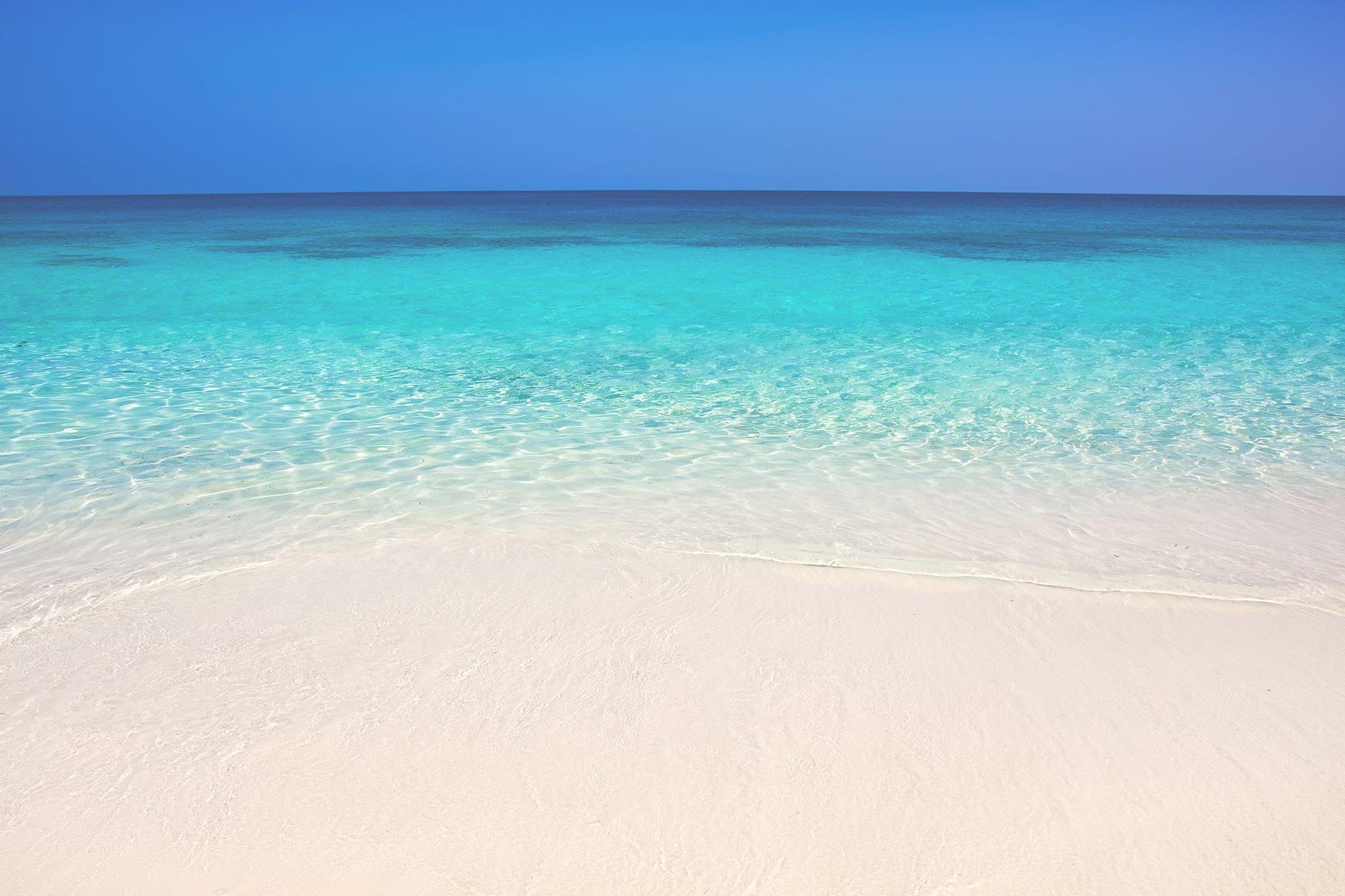 Seven+Mile+Beach_Cayman+Islands.jpg