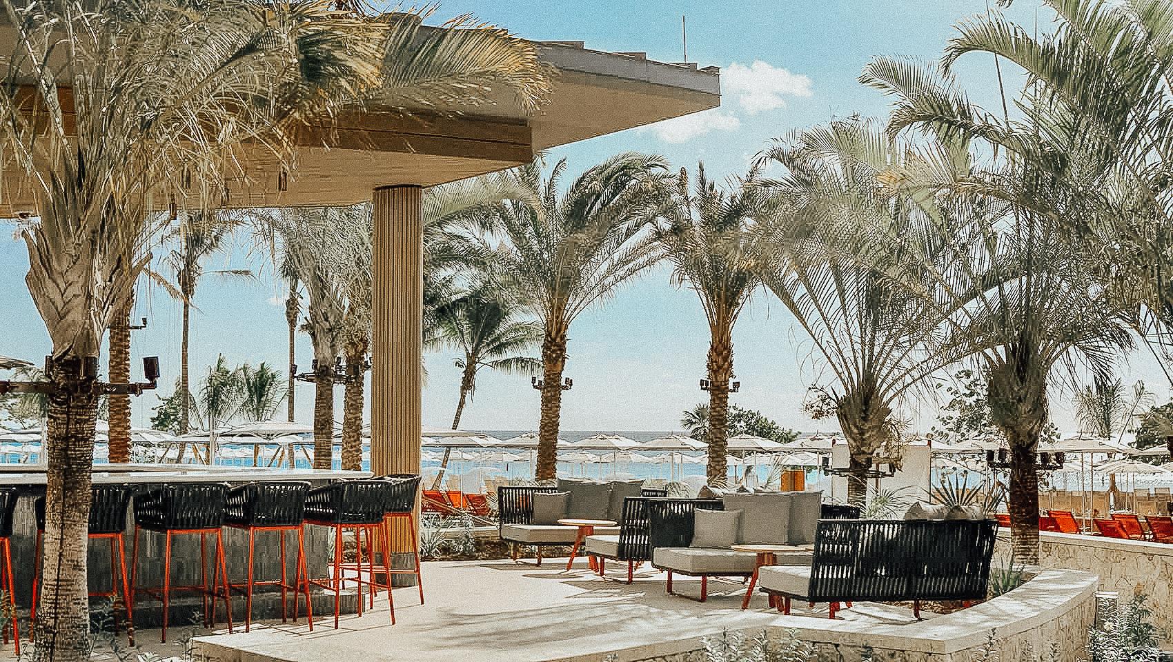 109-pool-restaurant-0022-017b60d9.jpg