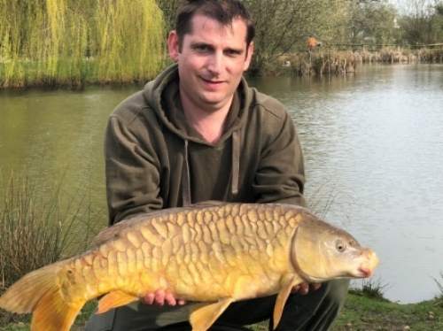 Robert Chesters with a 15lbs 4ozs                      fully scaled Mirror