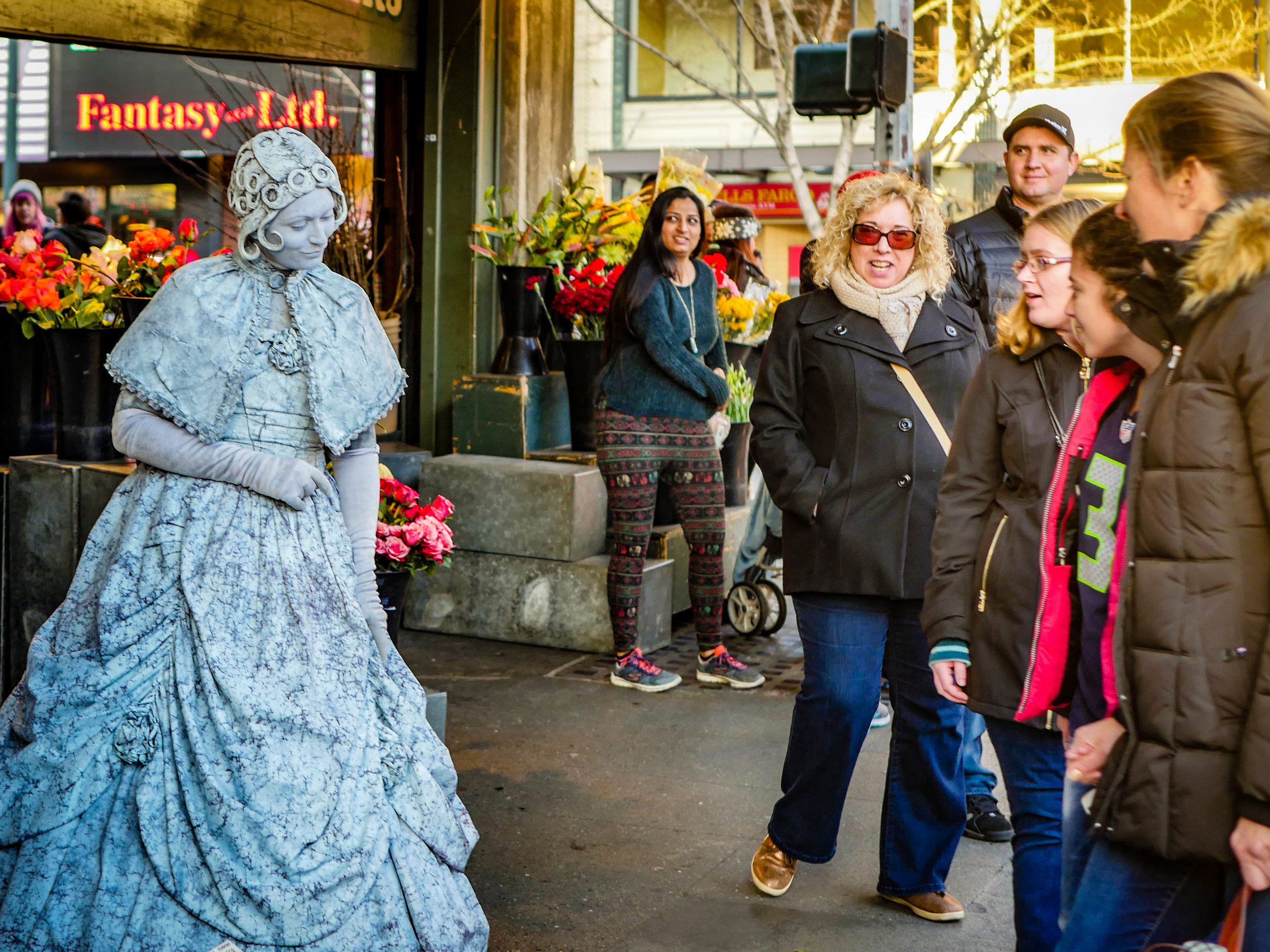 Living statues at Pike's Place Market