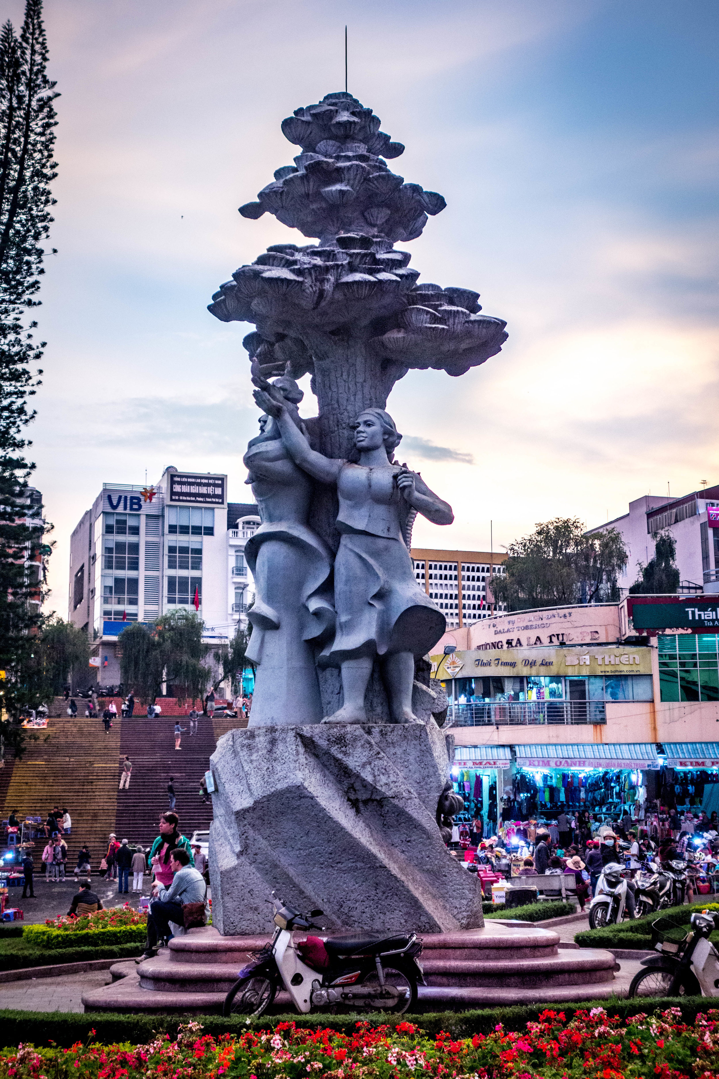 Statue in the middle of downtown Da Lat